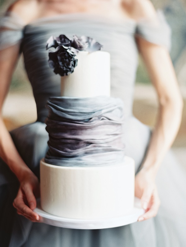 three-tiered-light-grey-wedding-cake