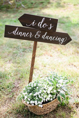Rustic Wedding Signs of Wood pallets