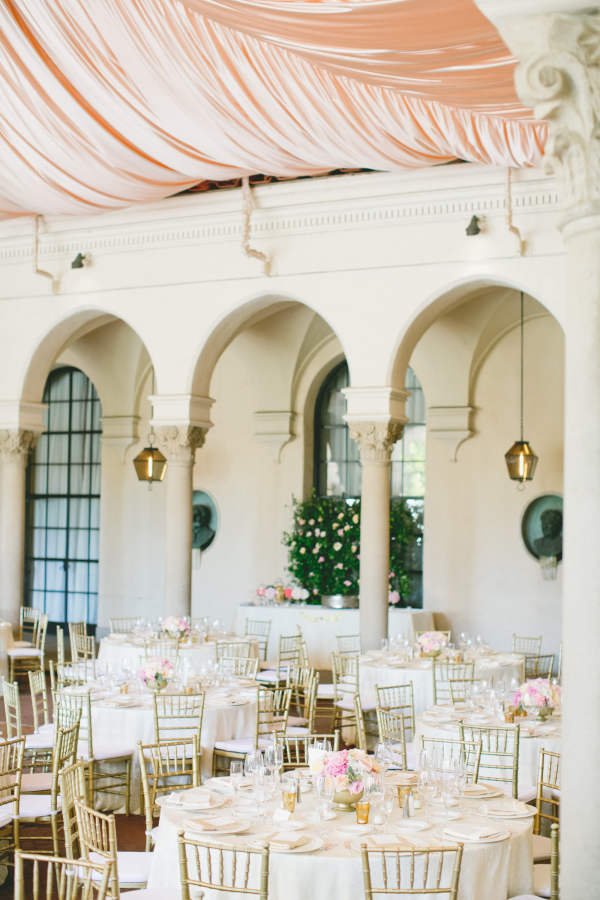 blush-ivory-and-gold-wedding-decoration-ideas