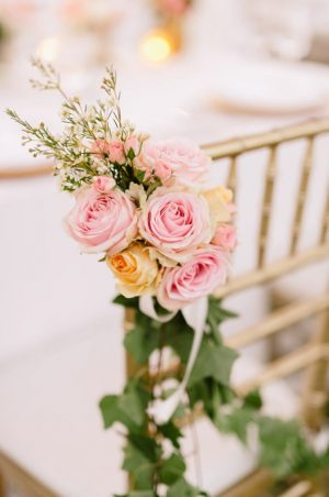 blush-pink-rose-chari-decoration-ideas