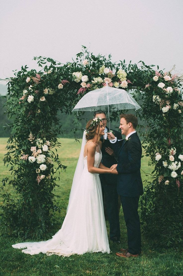 head-turning wedding ceremony arches and backdrops