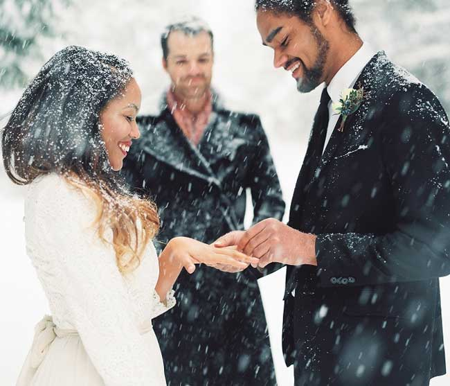 Simple and Awfully Romantic Wedding in Deep Snow