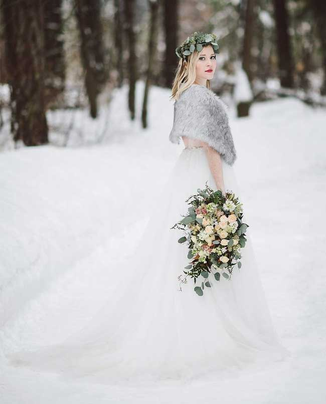 Simple yet Elegant Snowy Wedding Photo Ideas