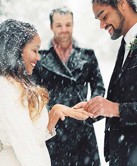 Simple-and-Awfully-Romantic-Wedding-in-Deep-Snow