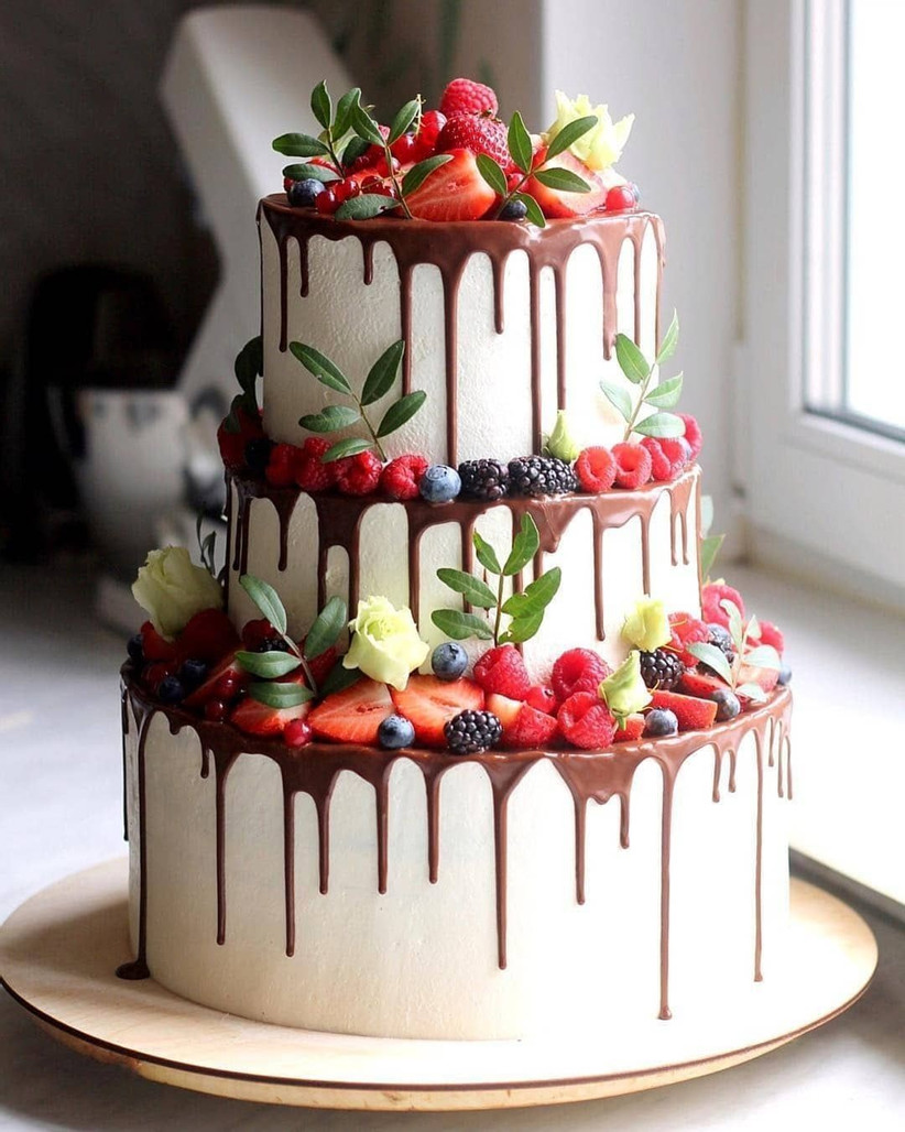 berry chocolate drip wedding cake ideas