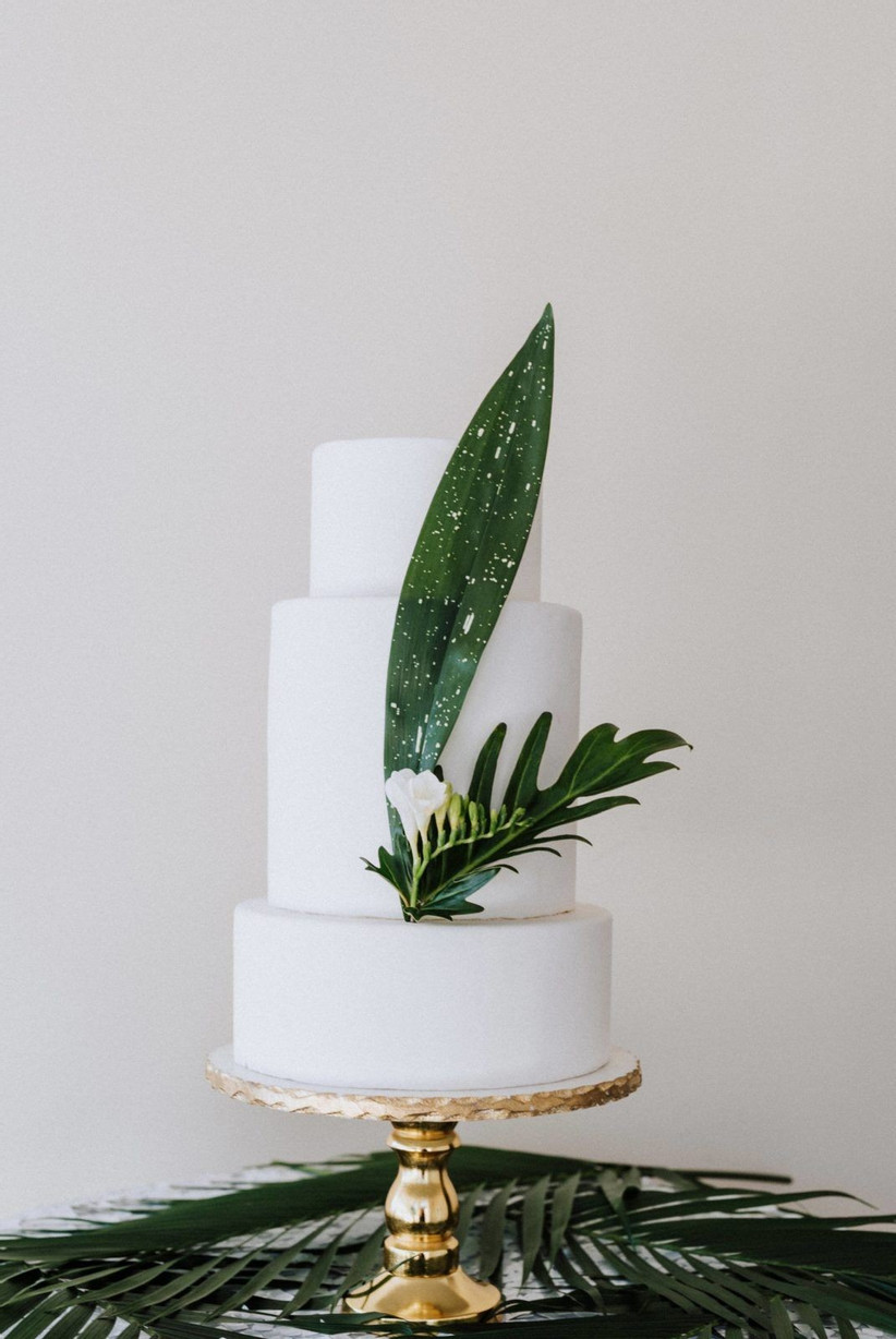 simple greenery wedding carkes