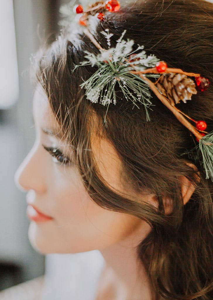 christmas wedding crown ideas with pinecones and evergreens